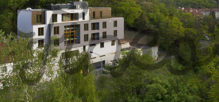 Bydlete v Praze v novém! Vila Hřebenka čeká na své nájemníky