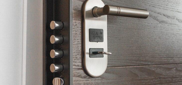 Bezpečnostní zámek přispívá k ochraně vaší domácnosti před krádežemi